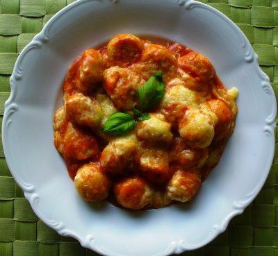 Grießgnocchi mit Tomatensauce