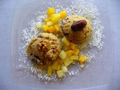 Süßer Couscous mit Datteln und Walnüssen
