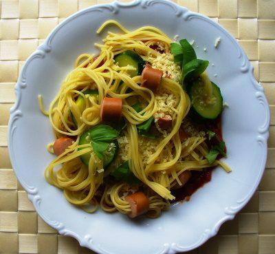 Zucchini_Wuerstchen_Nudeln