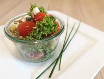 Wuerziger Salat mit Sardellen, Kapern und Feta