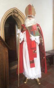 Heiliger Nikolaus vor der Nikolauskapelle in Ebbs